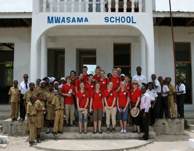 The Science Buddies from Ahlen High School and students of Mwasama School in Bagamoyo.