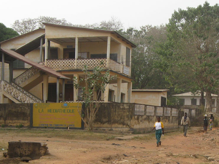 The education center in Sokodé / Togo. The backup system will be installed on the roof of the building.
